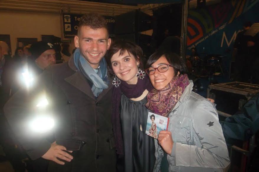 """Il MOUmento di Sara: Il mio ricordo di Erica risale al concerto alla cittadella della scienza (Bari,23/11/2013) e ogni volta che Antonio mi canta """"Dove cadono i fulmini""""."""